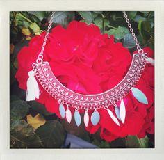 Collier ethnique plastron argente, sequins et pompons. Etsy, Jewelry, Fashion, Pom Poms, Handmade Gifts, Unique Jewelry, Fantasy, Handmade, Womens Fashion