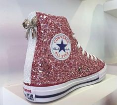 Converse personalizzata BIANCA BORGOGNA, Glitterata Bicolore Rosa/Viola con… Cute Converse, Converse Style, Converse Sneakers, Scarpa Sportiva, Kicks Shoes, Sneaker Heels, All Star, Only Shoes, Painted Shoes