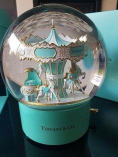 Tiffany XL Rare Giant Holiday Music Box/Snow Globe gift: Carousel Wind-Up – snowglobe Tiffany Snow, Tiffany And Co, Tiffany Blue, Snowman Snow Globe, Christmas Snow Globes, Musical Snow Globes, I Love Snow, Water Globes, Snowball