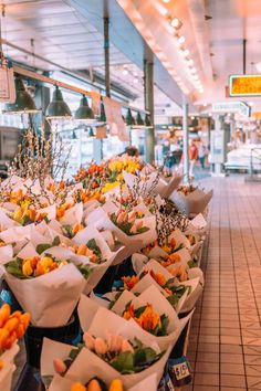 Things to Do on Your Next Visit to Seattle — Pike Place Market Flowers Au Pair, Seattle Washington, Washington State, Seattle Travel Guide, Places To Travel, Places To Go, Seattle Photography, Flower Aesthetic, Flower Market