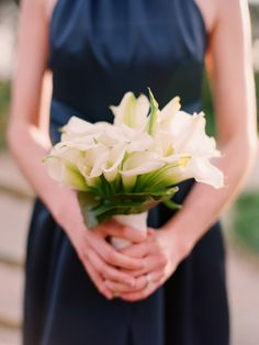 navy bridesmaids dress and a bouquet of white calla lilies. Love the flowers! Blue White Weddings, Blue Wedding, Wedding Bells, Wedding Colors, Beautiful Flower Arrangements, Beautiful Flowers, Beautiful Things, Calla Lily Bouquet, Calla Lilies