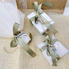 Μπομπονιέρα Γάμου Olive Green Weddings, Olive Wedding, Greek Wedding, Wedding Favor Bags, Wedding Candy, Wedding Invitations, Creative Gift Wrapping, Creative Gifts, Tuscan Wedding