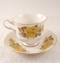 Queen Anne Bone China Tea Cup 8616 Retail $25.00