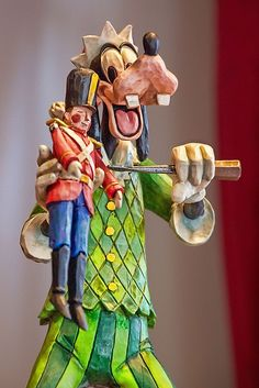 I want this Jim Shore Goofy!!  But it's retired and hard to find....