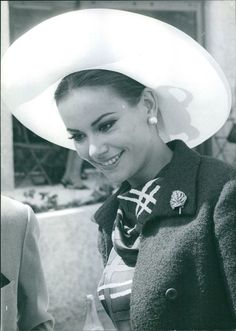 24 Femmes Per Second - Claudine Auger in a hat Claudine Auger: French. Britt Ekland, Stockholm, Claudine Auger, Paris, Captain Hat, Baseball Hats, Actresses, French, Black And White