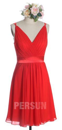robe rouge habillée col en V plissé pour cocktail mariage Formal Dresses, Red, Cocktail, Simple, Fashion, Bun Hair, Dress Red, Inverted Triangle, Dress Ideas