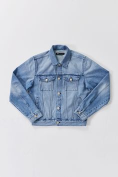 This classic jean jacket for men is made from a premium denim fabric that goes well with any dress or pair of pants.
