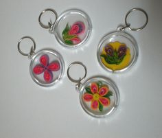 Billedresultat for quilling keychains Quilling Keychains, Quilling Jewelry, Paper Quilling, Quilled Creations, Key Tags, Greeting Cards, Rubber Stamping, Key Chains, Bookmarks