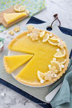 Lemon pie- Crostata al limone Recipe Easy, fast lemon tart - Gourmet Recipes, Sweet Recipes, Dessert Recipes, Desserts, Mango Chocolate, Crostata Recipe, Peach Cake, Rainbow Food, English Food