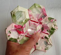 Great Tutorial on how to do Grandmother's Flower Garden with MYLAR templates. No more paper! These are great because your stitches don't show through to the front! Check out the 'tut'! You will love these!!