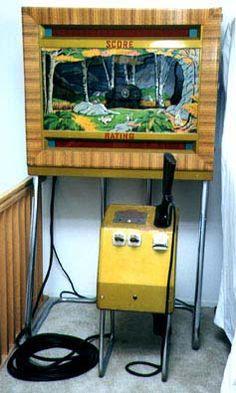 1947 Seeburg Shoot the Bear collector buys arcade gun rifle range game Arcade Game Machines, Vending Machines, Arcade Machine, Slot Machine, Arcade Games, Penny Arcade, Retro Arcade, Gumball Machine, Vintage Games