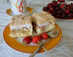 Jemný rebarborovo-jahodový koláč s tvarohom a so snehovou čiapočkou (fotorecept) - Recept