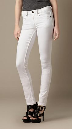 Burberry Gerade geschnittene Earlham-Jeans in Weiß auf shopstyle.de