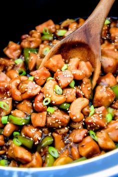 Slow Cooker Chinese Cashew Chicken- this is the best cashew chicken I have ever tried! the chicken is incredibly tender, the sauce is wonderfully flavorful and the punch of buttery, creamy cashews is…More 15 Easy Sugar Free Slowcooker Recipes Slow Cooked Meals, Slow Cooker Recipes, Crockpot Recipes, Chicken Recipes, Cooking Recipes, Diet Recipes, Keto Chicken, Recipies, Healthy Recipes