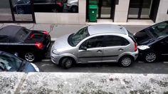 La femme n'hésite pas dans emboutir deux voitures afin de faire son créneau - http://www.newstube.fr/la-femme-nhesite-pas-dans-emboutir-deux-voitures-afin-de-faire-son-creneau/ #Conductrices, #NombreusesMauvaises, #Parking, #SeGarer, #SeGarerParking