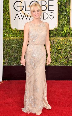 Anna Faris may be pretty covered up in Reem Acra, but she still looks super sexy in this look!