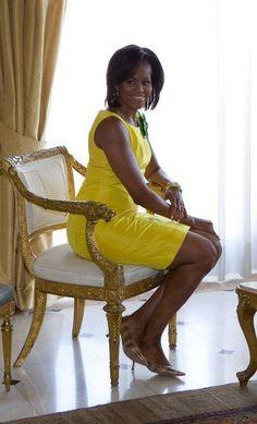 First Lady Michelle Obama Look at those legs Michelle Obama Flotus, Barrack And Michelle, Barak And Michelle Obama, Michelle Obama Fashion, Black Presidents, Greatest Presidents, American Presidents, Joe Biden, Durham