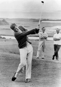President John Kennedy Playing Golf at Hyannis Port. July 1963 People Photo - 30 x 41 cm Famous Golfers, Hyannis Port, Famous Golf Courses, Best Golf Clubs, Vintage Golf, Golf Tips For Beginners, John Kennedy, Caroline Kennedy, Golf Fashion