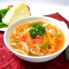 Fotografie článku: Recept na tukožroutskou polévku krok za krokem Dieta Detox, Thai Red Curry, Soup Recipes, Smoothie, Food And Drink, Treats, Health, Ethnic Recipes, Fitness