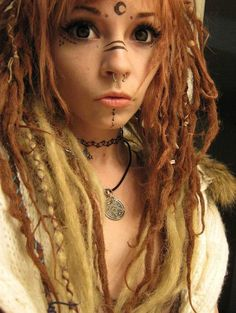 She has bigger eyes and her dreads are always amazing! Witch Makeup, Halloween Makeup, Faun Makeup, Elven Makeup, Viking Makeup, Cosplay Simple, Spiderbite Piercings, Facial Piercings, Tribal Makeup