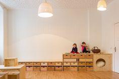 a interpreter : tiroirs, plateforme en escalier, cachette ...
