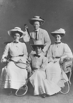 Studio portrait of four female tennis players, 1907.
