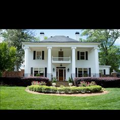 ZOMG, the Carmichael plantation from Sweet Home Alabama ...