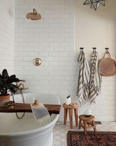 Bayview Scheunenhaus - home & interior inspiration - Paper Craft Bad Inspiration, Bathroom Inspiration, Home Decor Inspiration, Decor Ideas, Home Interior, Interior Design, Bathroom Interior, Interior Decorating, The Tile Shop