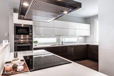 Välitilan ikkunat Kitchen Cabinets, Kitchen Appliances, Wall Oven, Home Decor, Diy Kitchen Appliances, Home Appliances, Decoration Home, Room Decor, Cabinets