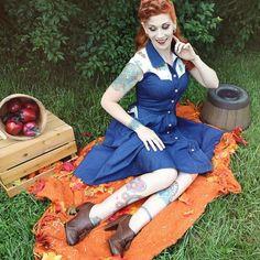 Cowboy Dress: cowgirl western style vintage / pin-up / rockabilly denim dress By TiCCi Rockabilly Clothing Rockabilly Vintage, Rockabilly Outfits, Rockabilly Fashion, Rockabilly Clothing, Cowgirl Dresses, Cowboy Outfits, Pin Up Outfits, Pin Up Dresses, Vintage Mode
