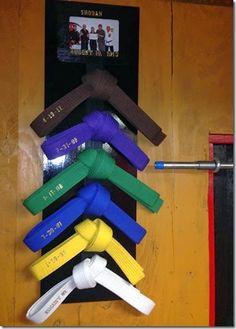 Organizador de cinturones de taekwondo