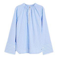 Delikat bomull og friske striper ser moderne og stilig ut sammen med brede mansjetter og strikk i halsringningen.