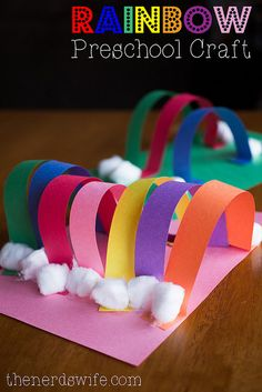 Rainbow Craft for #Children! An easy preschool craft for St. Patrick's Day!