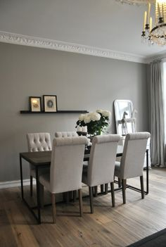 Wooden floor - Misty gray walls and beautiful crown moulding from chic: leilighet Style At Home, Living Room Windows, Living Room Decor, Interior Decorating, Interior Design, Dining Room Inspiration, Grey Walls, Home Fashion, Wall Colors