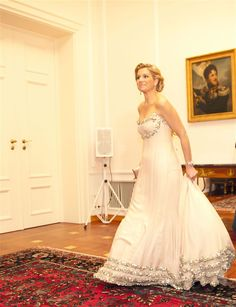 MAXIMA. Beautiful dress.
