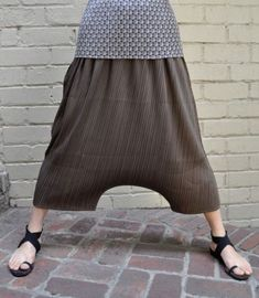 bukser Travel bank of america travel rewards Boho Pants, Skirt Pants, Drop Crotch Pants, Sewing Pants, Pantalon Large, Jumpsuit Pattern, Diy Clothing, Japanese Fashion, Simple Dresses