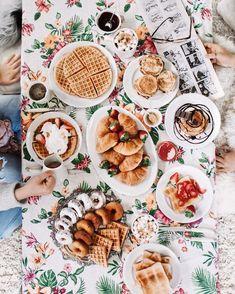 INSTA INSPO | Waffles for breakfast flatlay