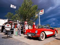 Get your kicks on Route 66 and experience the ultimate all-American road trip from Illinois to California. Route 66 Road Trip, Travel Route, Us Road Trip, Travel Usa, Travel Oklahoma, Usa Pictures, Vintage Pictures, Historic Route 66, Old Gas Stations