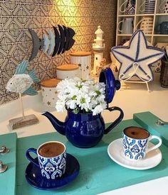 I Love Coffee, My Coffee, Coffee Shop, Coffee Lovers, Morning Coffee Images, Good Morning Coffee, Chocolates, Coffee Tray, Turkish Coffee Cups