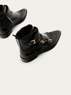 BOTTINE CUIR VERNI NOIR BOUCLES pour SOLDES - Chaussures de Massimo Dutti pour la saison Automne Hiver 2017 à 74.95. L´sélégance au naturel !