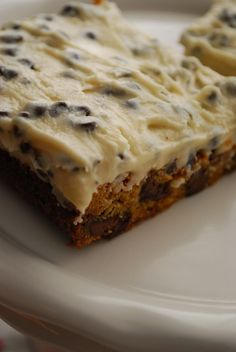 Chocolate Chip Cookie Dough Bars with Cookie Dough Frosting--[The Domestic Rebel] Chocolate Chip Frosting, Chocolate Chip Cookie Bars, Chocolate Chips, Cookie Dough Frosting, Cookie Dough Bars, Fun Desserts, Delicious Desserts, Yummy Food, Dessert Healthy