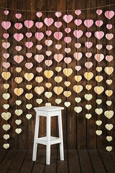 simple and best decoration idea for romantic day Valentine's Day is just around the corner, and while most people won't decorate as much as they would for Christmas, it's still nice to see some red and pink around the home. Home Crafts, Diy And Crafts, Paper Crafts, Decoration Bedroom, Diy Room Decor, Paper Decorations, Wedding Decorations, Paper Flowers Diy, Tissue Flowers