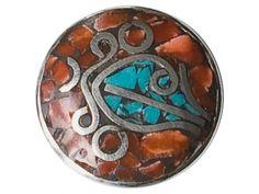 Noosa Chunk Sankha - brown (054): De sankha -schelp van de overwinning– is van grote betekenis in Oosterse culturen. Het blazen op deze schelp verdrijft negatieve energie en doet mensen ontwaken uit hun slaap van onwetendheid.