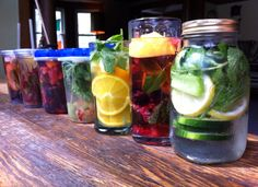 It's the end of July and it's hot out, so what's better than a tall, refreshing glass of ice water? A tall refreshing glass of INFUSED ice water! Here's just one simple reci…