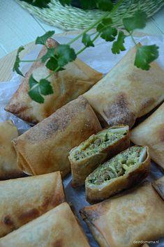Martabak telor - de Indomama Indonesian Food, Indonesian Recipes, Middle Eastern Recipes, Empanadas, Food For Thought, Finger Foods, Asian Recipes, Tapas, Food Porn