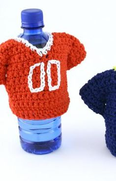Team Jersey Bottle Cozy crochet pattern - I like this not only as a cozy, I think it would be great to make these in all different teams and numbers so no one will lose their beers...have to figure out a can pattern too. Oh, and one for red solo cups - lol.