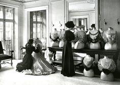 Le drapage du corsage chez Worth, 1907