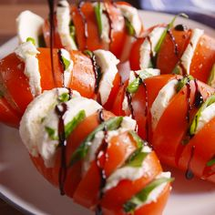 Caprese tomatoes - is there anything nicer than a caprese .-Caprese Tomaten – Gibt es etwas Schöneres als einen Caprese-Salat im Sommer? N… Caprese tomatoes – is there anything better than a Caprese salad in summer? Healthy Salad Recipes, Healthy Drinks, Diet Recipes, Healthy Snacks, Healthy Eating, Cooking Recipes, Dinner Healthy, Easy Recipes, Delicious Healthy Food