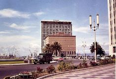 The moving newscast on the Naspers building was a great hit with Capetonians. Cape Town South Africa, Old Houses, Old Photos, Big Ben, Past, Buildings, African, History, Photography