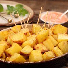 Pommes de terre sautées au Cookeo – Ingrédients : 6 pommes de terre de tailles moyennes,1 oignon,1 bouillon de volaille,100 ml d'eau,1 c à soupe d... Filet Migon De Porc, Sweet Potato, Cantaloupe, Pineapple, Potatoes, Fruit, Vegetables, Eat, Recipes